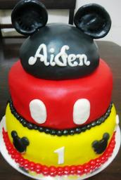 Thumb mickey mouse cake