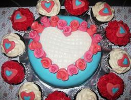 Thumb valentine cake and cupcakes